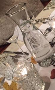 Ein Restaurant oder anderes Speiselokal in der Unterkunft AlmRefugio