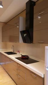 A cozinha ou cozinha compacta de Dilyara Alieva 237 Apartment