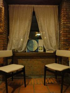 A seating area at Jiufen Aromatherapy B&B