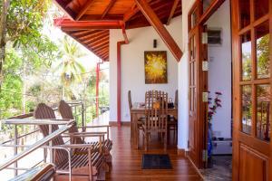 En restaurant eller et andet spisested på Channa Villa & Tours
