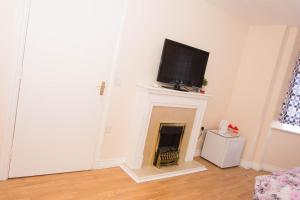 A television and/or entertainment center at SWEET GUEST HOUSE CHATHAM
