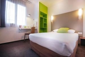 A bed or beds in a room at Campanile Créteil Centre