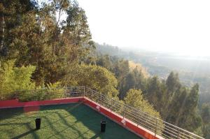 A view of the pool at Estalagem Quinta do Louredo or nearby