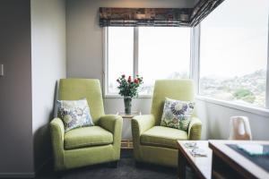 A seating area at Hahei Horizon Bed & Breakfast
