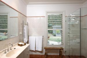 A bathroom at Exeter Farm Stay