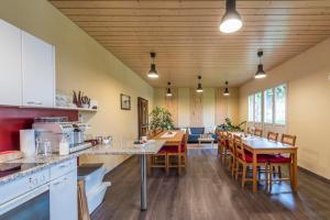 Ein Restaurant oder anderes Speiselokal in der Unterkunft B&B Hofgenuss