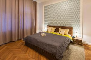 A bed or beds in a room at The Good King Wenceslas Apartment