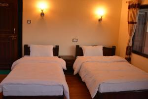 A bed or beds in a room at Greenhills Guesthouse