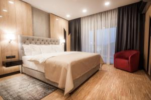 A bed or beds in a room at Hotel Platinia