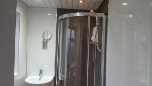 A bathroom at Tower Hill House Basingstoke
