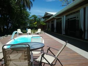 The swimming pool at or close to Cahuita Inn