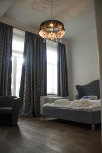 Een bed of bedden in een kamer bij La Liberté