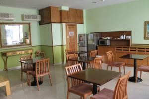 Un restaurante o sitio para comer en Hotel Mirador Puerta del Sol