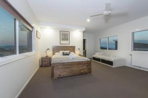 A bed or beds in a room at Stratton Summit 4- Modern, sophisticated style with lake and mountain views