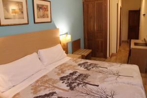 Cama o camas de una habitación en Hotel Mirador Puerta del Sol