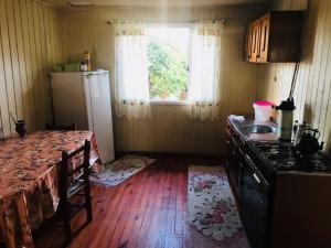 A kitchen or kitchenette at Casa para Temporada de Verão
