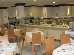 A restaurant or other place to eat at Don Juan