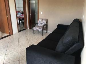 A seating area at Apartamento Quadros