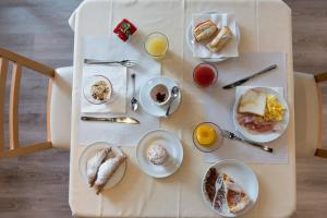 Breakfast options available to guests at Idea Hotel Piacenza