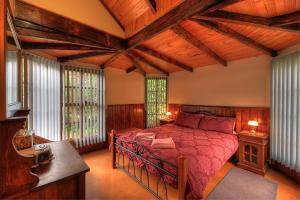 A bed or beds in a room at Stanley Lakeside Spa Cabins