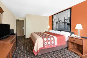 A bed or beds in a room at Super 8 by Wyndham Kent/Akron Area