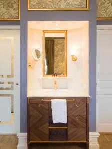 A bathroom at Grand Hotel Lund