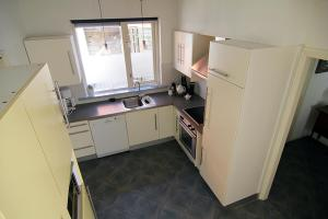 A kitchen or kitchenette at Vakantiewoning Afterdaan