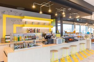 The lounge or bar area at ibis Styles Geneve Palexpo Aeroport