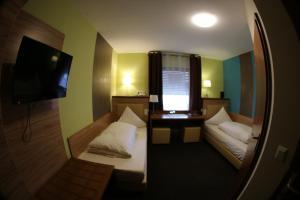 Ein Bett oder Betten in einem Zimmer der Unterkunft Gästehaus Palmengarten