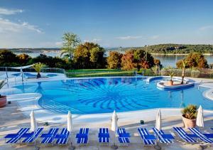 Der Swimmingpool an oder in der Nähe von Valamar Tamaris Resort