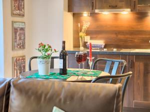 Restauracja lub miejsce do jedzenia w obiekcie VisitZakopane - Blanco Apartment