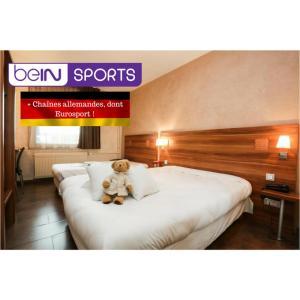Ein Bett oder Betten in einem Zimmer der Unterkunft The Originals Access, Hôtel Colmar Gare (P'tit Dej-Hotel)