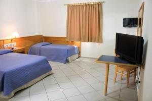 A television and/or entertainment center at Jaguary Hotel Sumaré