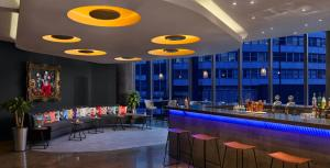 The lounge or bar area at Radisson Blu Hotel, Birmingham