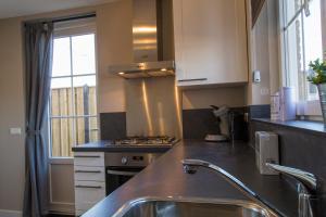 Een keuken of kitchenette bij Majoorwerf 17i