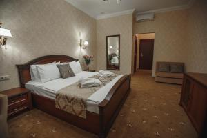 A bed or beds in a room at Villagio Hotel