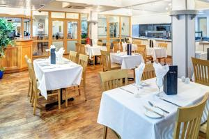 A restaurant or other place to eat at Best Western Weymouth Hotel Rembrandt