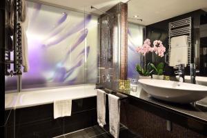 Eurostars Grand Central tesisinde bir banyo