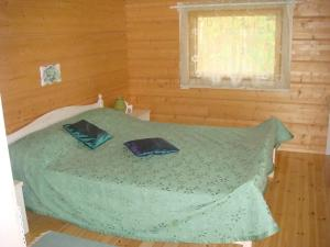 A bed or beds in a room at Hauklapintie Holiday Home