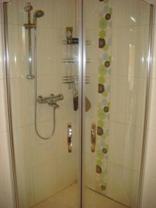 A bathroom at Hauklapintie Holiday Home