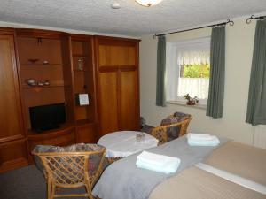 Кровать или кровати в номере Gaststätte & Pension Oelmuehle