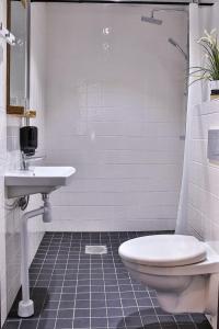 Ett badrum på Hotel Hötorget