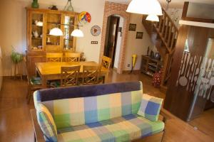 The lounge or bar area at Hostal El Recanto