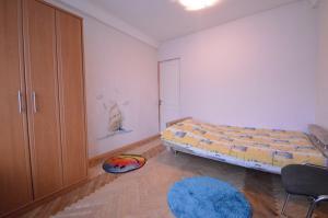 Łóżko lub łóżka w pokoju w obiekcie Guest house Otradny for 3 rooms