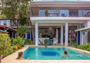 The swimming pool at or near Hostel La Botella de Leche