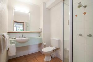A bathroom at Port Douglas Retreat