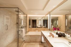 A bathroom at Conrad Centennial Singapore