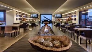 The lounge or bar area at Vitoria Stone Hotel