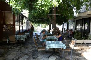 Ресторан / где поесть в Dionysos Central