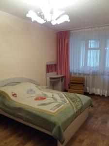 A bed or beds in a room at 1-комнатная квартира